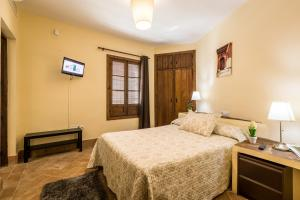 A bed or beds in a room at Hospedería Convento de Santa Clara