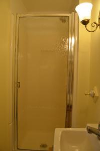 A bathroom at Hawthorn Inn