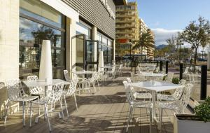 A restaurant or other place to eat at Ilunion Fuengirola