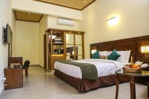 A bed or beds in a room at Dreamworld Resort, Hotel & Golf Course