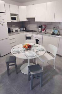 A kitchen or kitchenette at Apartment Marineda Seaview
