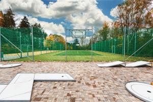 Tennis and/or squash facilities at SPA Pod Javory or nearby