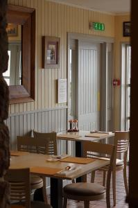 A restaurant or other place to eat at Summer Isles Hotel
