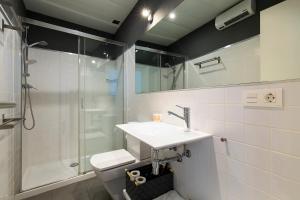Un baño de Elvira Suites