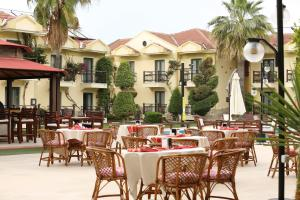 A restaurant or other place to eat at Harman Hotel