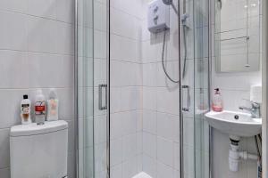 A bathroom at Lingwood Hall