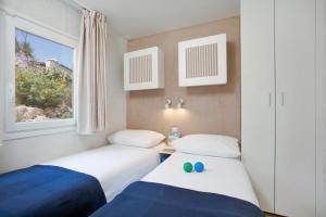 Łóżko lub łóżka w pokoju w obiekcie Marina Camping Resort by Valamar