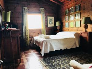 A bed or beds in a room at Villa Rosemada, Mondello