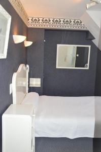 Un ou plusieurs lits dans un hébergement de l'établissement Hotel Victor Hugo