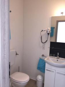 Ein Badezimmer in der Unterkunft Pension Lindenhof