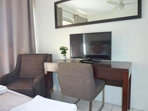A television and/or entertainment center at Jadran Motel & El Jays Holiday Lodge