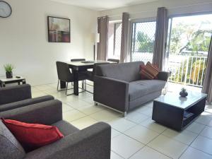 A seating area at Jadran Motel & El Jays Holiday Lodge