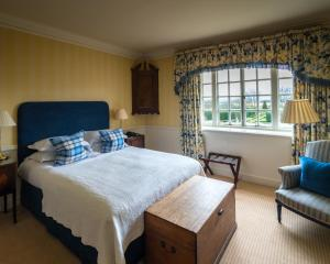 A bed or beds in a room at Greywalls Hotel & Chez Roux