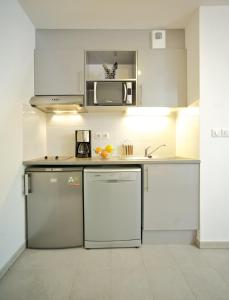 A kitchen or kitchenette at Lagrange Aparthotel Montpellier Millénaire