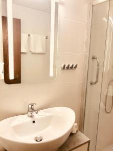 Ein Badezimmer in der Unterkunft Limbacher Hof Landgasthof & Restaurant