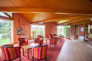 A restaurant or other place to eat at Hotel Le Drakkar