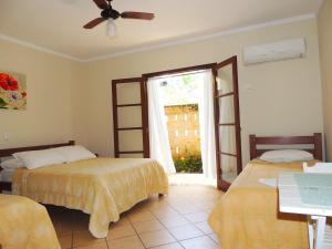 A bed or beds in a room at Pousada Mosaico Brasil - Maresias