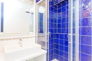 A bathroom at Hotel Rivoli Sorrento