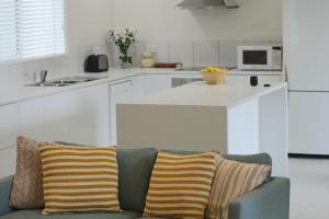 A kitchen or kitchenette at Sisters Beach Paradise