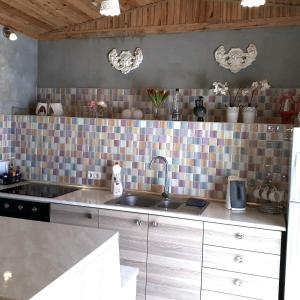 A kitchen or kitchenette at Camping 3 Gs