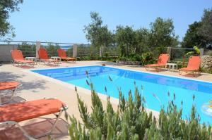 The swimming pool at or close to Villa Eri