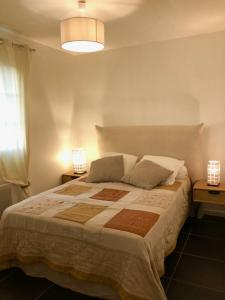 A bed or beds in a room at Villa Oliera