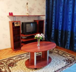 A television and/or entertainment centre at Апартаменты на Грабина 28