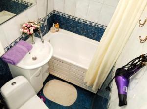 A bathroom at Апартаменты на Грабина 28