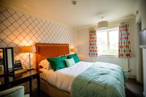 A bed or beds in a room at The Hawk Inn