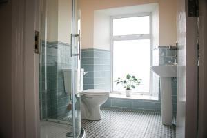 A bathroom at Cill Aodain Court Hotel