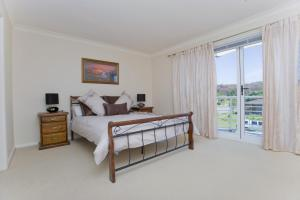 A bed or beds in a room at Sandcastles Unit 18 - Fingal Bay