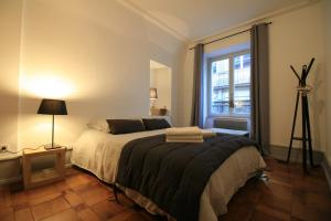 A bed or beds in a room at Appartements Porte Neuve