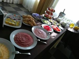 Breakfast options available to guests at Brigantina Hotel Complex