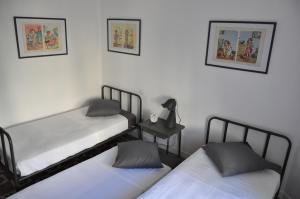 A bed or beds in a room at Le 27