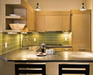 Küche/Küchenzeile in der Unterkunft Black Rock Oceanfront Resort