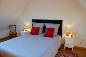 A bed or beds in a room at Domaine de la Ronville