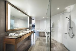 A bathroom at Pan Pacific Melbourne