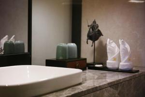 A bathroom at Guangzhou City Join Hotel Shipai Qiao Branch