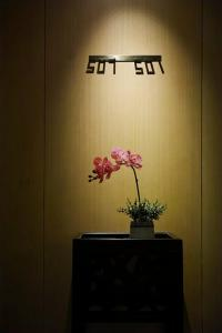 A television and/or entertainment center at Guangzhou City Join Hotel Shipai Qiao Branch