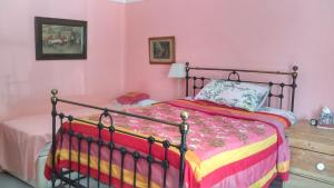 A bed or beds in a room at Orchard Pond Bed & Breakfast