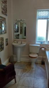 A bathroom at Orchard Pond Bed & Breakfast