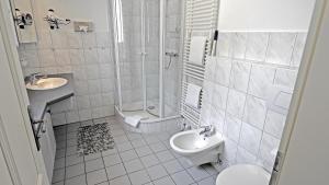 Ein Badezimmer in der Unterkunft Westerstrasse 6