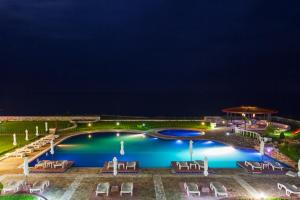 A view of the pool at Complex Villas Kaliakra & Gradina or nearby