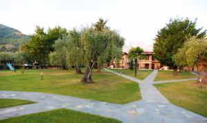 Κήπος έξω από το Ariadni Hotel Bungalows