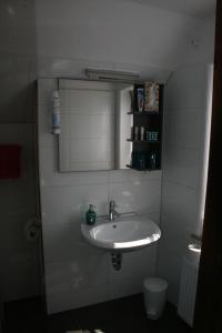 Ein Badezimmer in der Unterkunft Hotel Village