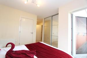A bed or beds in a room at Heron House Luxury Apartments