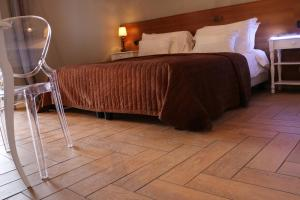 A bed or beds in a room at Hotel Tuscania Panoramico