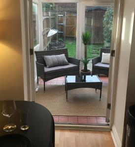 A seating area at 22 Bridus Mead