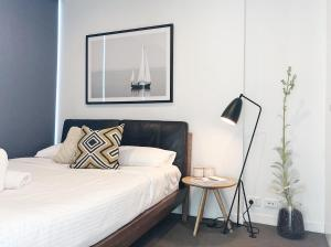 A bed or beds in a room at HugoHome Designed Suites@Southern Cross