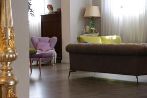 A seating area at Hotel Tuscania Panoramico